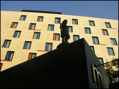statue london
