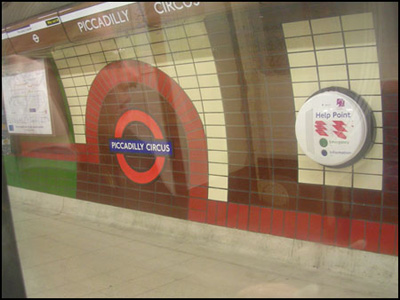 station de metro Piccadilly circus=