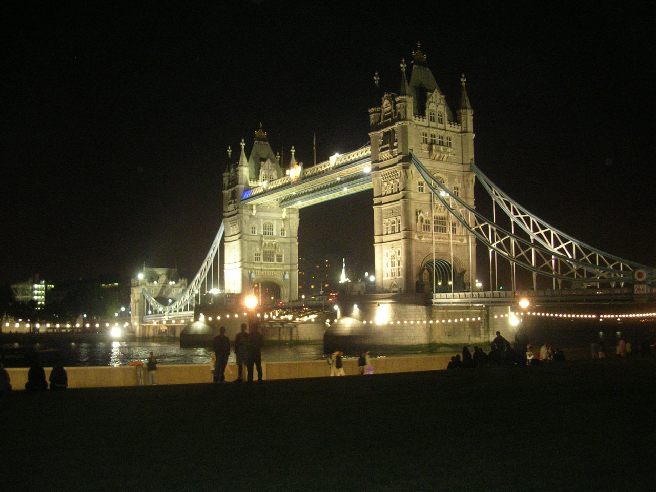 tower bridge de nuit Londres